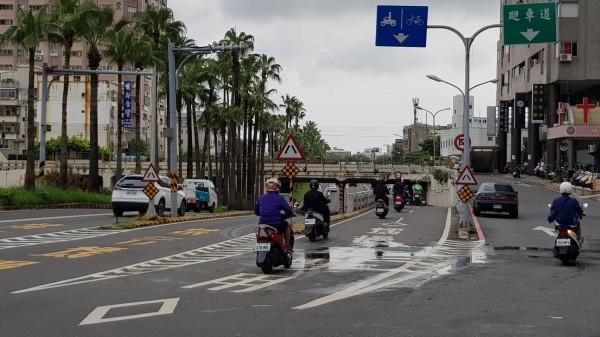 台南市東區大同(林森)地下道機車道恢復通車。(記者洪瑞琴翻攝)