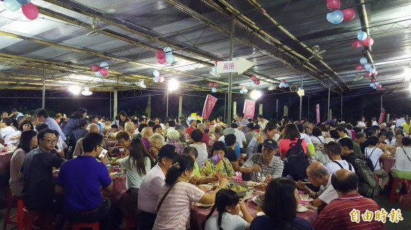 綠竹筍饗宴現場相當熱鬧。(記者楊心慧攝)