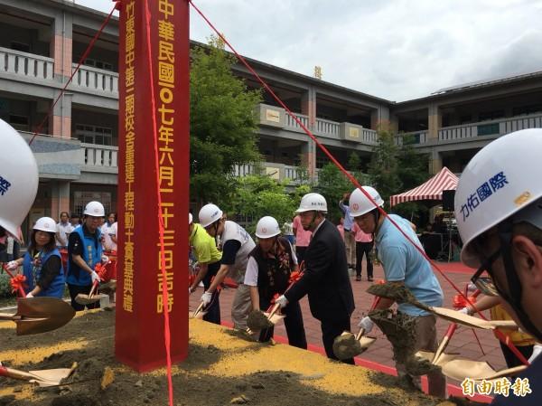 新竹縣竹東國中第3期校舍改建工程,今天舉辦動土典禮。(記者蔡孟尚攝)