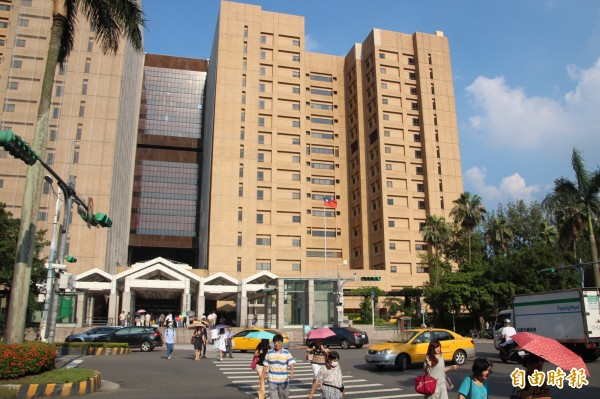 台大醫院加護病房日前為6名病患洗腎時,竟把洗腎管線接錯。(資料照)