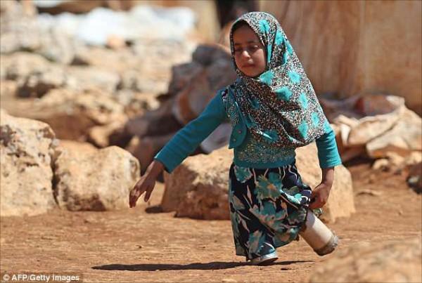 敘利亞天生無腿的女童。(取自網路)