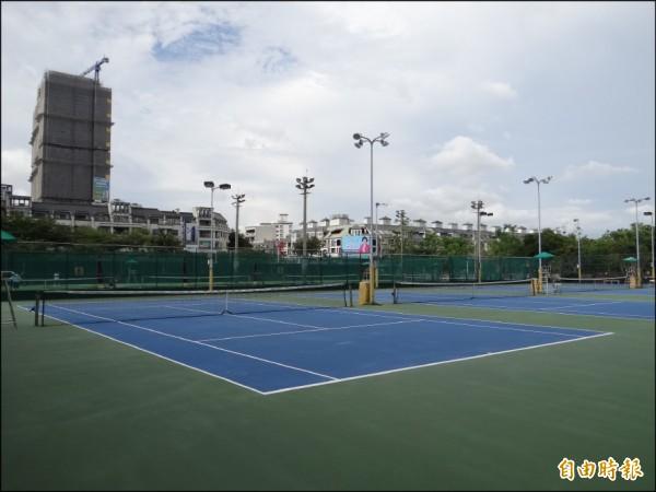 成大醫院計劃利用成大敬業校區的網球場用地興建全台首座老人專用醫院。(記者王俊忠攝)