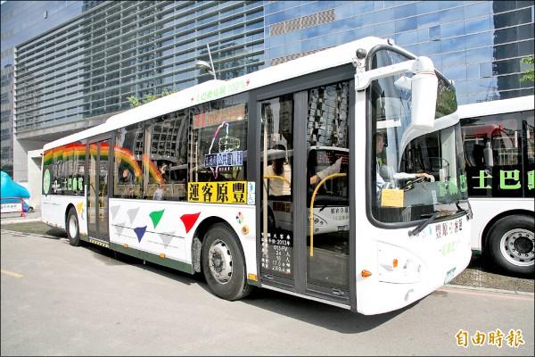 行政院設定二○三○年市區公車全面電動化以減空污。台中市電動公車數量全國第一。(記者張菁雅攝)