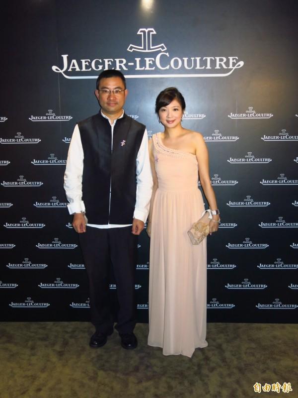 寒舍餐旅前董事長蔡伯府(左)與妻子黃閔暄(右)。(資料照)