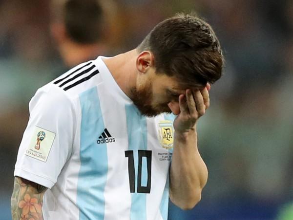 阿根廷在小組賽第2輪面對克羅埃西亞表現荒腔走板,以0:3遭到痛宰,當家球星梅西(Lionel Messi)難掩失望。(路透)
