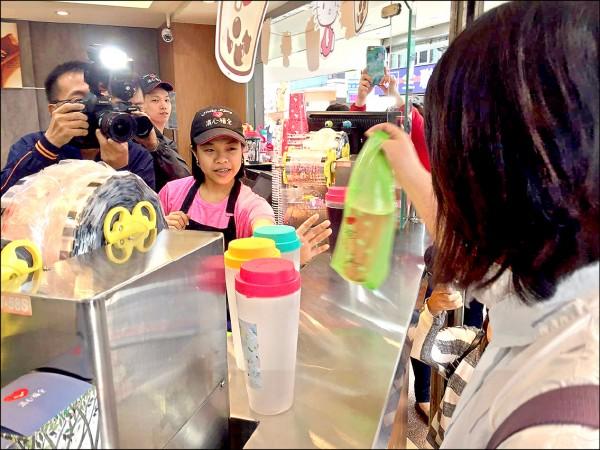 台北市平均一天可賣近百萬杯飲料,但自備飲料杯約不到九萬杯,整體比例不到一成。(資料照)