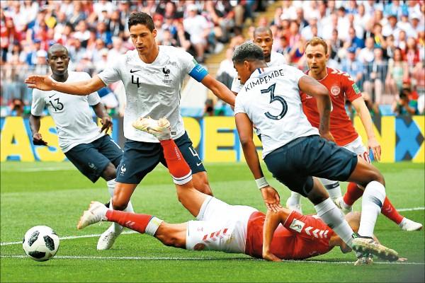 世界盃C組小組賽最終輪,法國與丹麥0:0握手言和。(法新社)