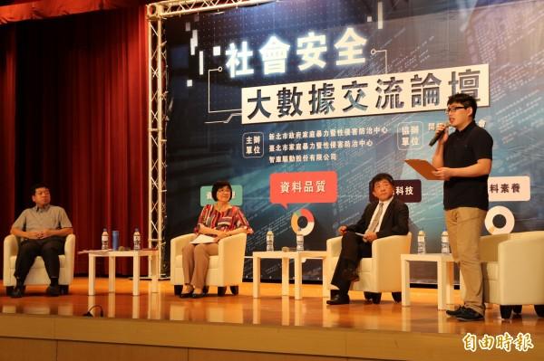 台北市社會局長許立民(左起)、新北市社會局長張錦麗、衛福部長陳時中共同出席社會安全大數據交流論壇。 (記者何玉華攝)