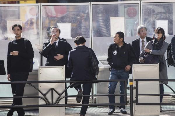 東京都週三(27日)通過《二手菸防治條例》,該條例比國家法案還要嚴苛,2020年4月之後,東京8成以上餐廳將實施禁菸。(彭博)