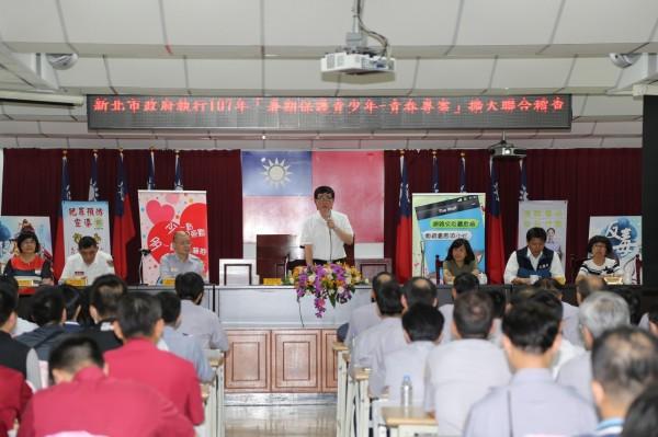 新北市副市長李四川主持會議,宣布暑假青春專案正式啟動。(記者曾健銘翻攝)