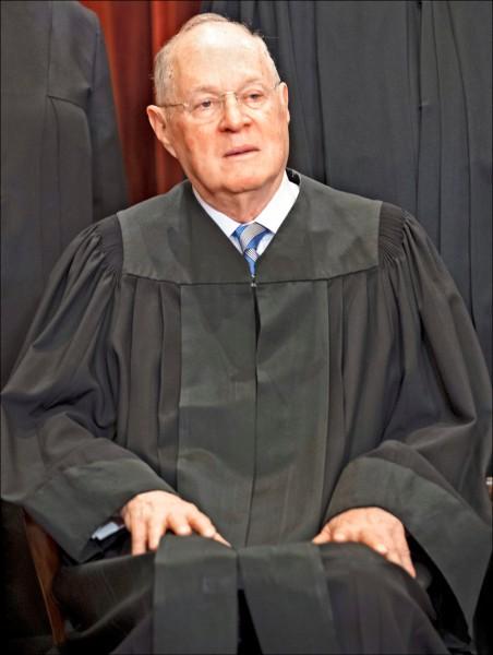 立場中立的美國聯邦最高法院大法官甘迺迪,廿七日宣布將在七月底退休。(歐新社檔案照)