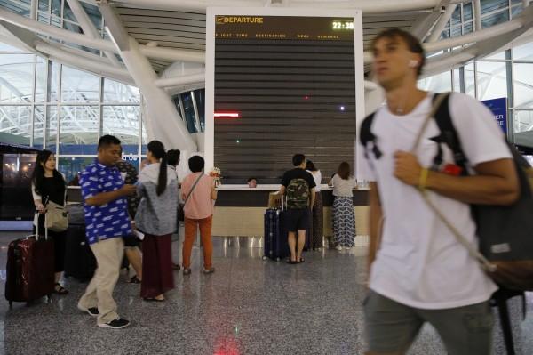 峇里島因安全原因,今天緊急關閉國際機場至晚間7時。(歐新社)