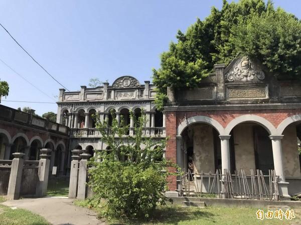 台中烏日市定古蹟「聚奎居」建築別具特色,曾是知名拍婚紗熱點,但年久失修,市府斥整修,要讓它再現風華。(記者陳建志攝)