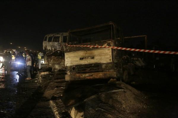 奈及利亞高速公路發生油罐車爆炸嚴重車禍,至少造成9死5傷。(美聯社)