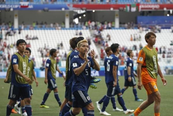 日本隊以較少的黃牌數,擠下塞內加爾驚險晉級16強。(美聯社)