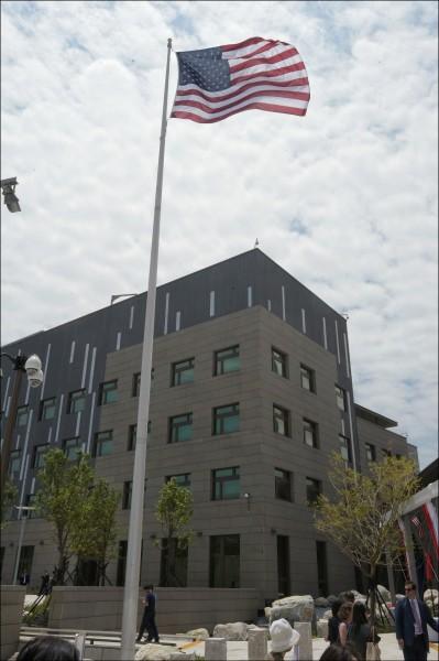美國有線電視新聞網(CNN引述官方消息指出,美國國務院要求美軍陸戰隊派員駐守台灣。圖為美國在台協會內湖新館。(資料照)