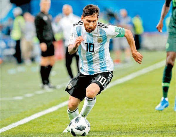 世足賽16強台灣時間今晚10點開踢,阿根廷球星梅西率軍大戰法國。(歐新社)