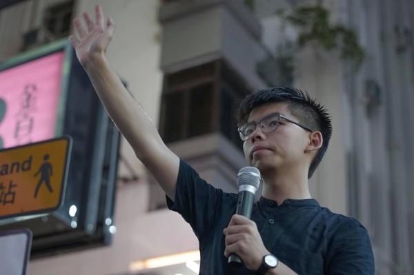 7月1日是香港主權轉移週年紀念,香港眾志秘書長黃之鋒號召七一街頭見。(圖擷自香港眾志 Demosistō臉書)