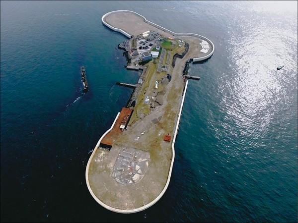 日本自明治到大正年間,為防衛首都而在東京灣建造3個人工島做為海上要塞。圖為「第二海上堡壘」近照。(取自網路)