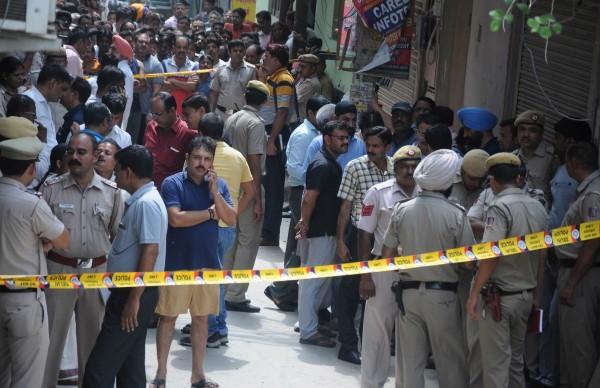 印度新德里一處民宅,昨驚傳一家11口離奇死亡命案。(歐新社)