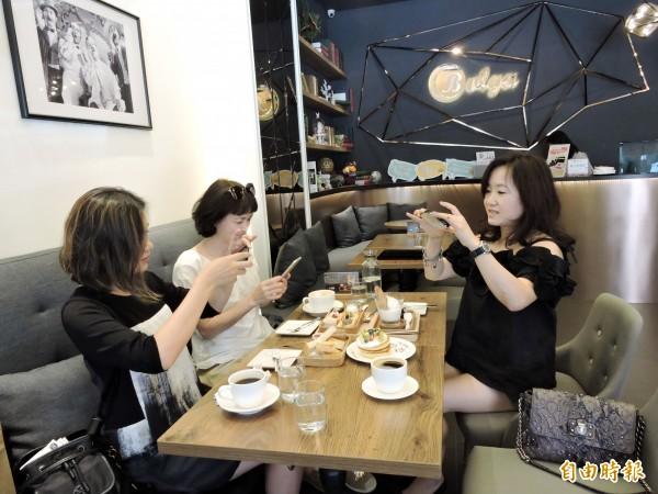 寶格冰淇淋的餐點外型可愛,一上桌,客人都先拍再吃。(記者張菁雅攝)