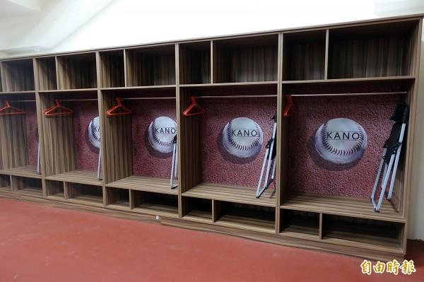 嘉義市立棒球場球員休息室完成整修落成。(記者丁偉杰攝)