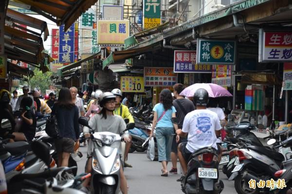 屏東縣今年上半年人口又少了千餘人。(記者侯承旭攝)