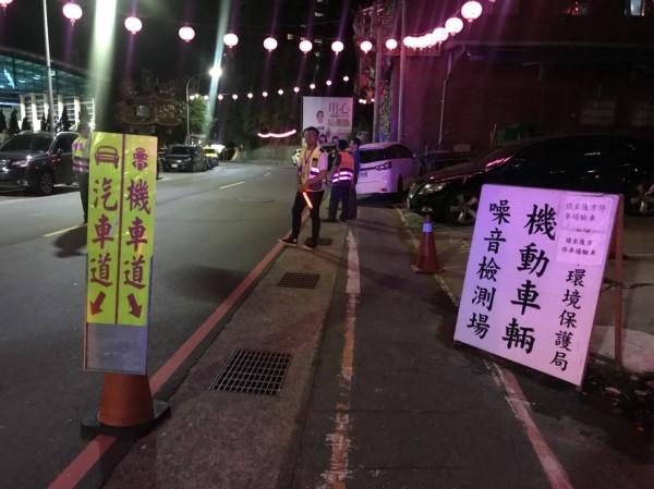 警方聯合環保局及監理站設點攔查(記者吳昇儒翻攝)