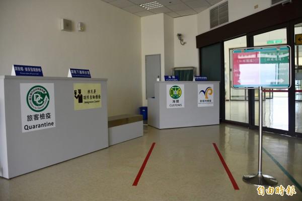 恆春機場檢疫、護照、海關等櫃檯都設置完備。(記者蔡宗憲攝)