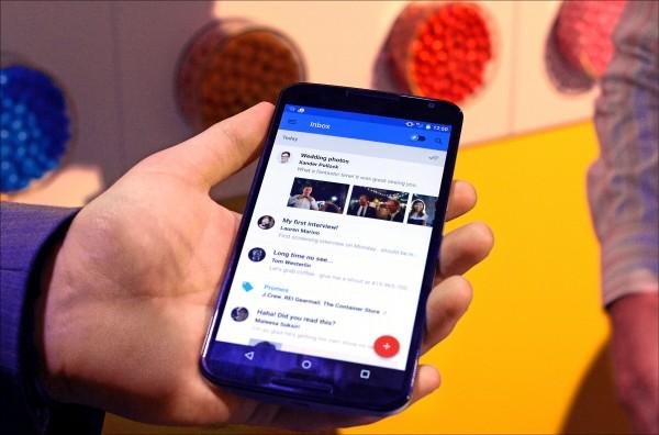網路科技巨擘Google被踢爆持續讓數百家第三方軟體開發商,掃描註冊用戶的收件匣內容,引發個資保密疑慮。圖為手機Gmail程式的收件匣。(法新社檔案照)