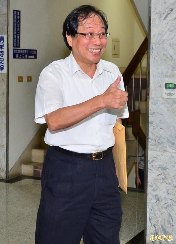年金改革在7月1日上路,李來希就發起了節衣縮食運動。