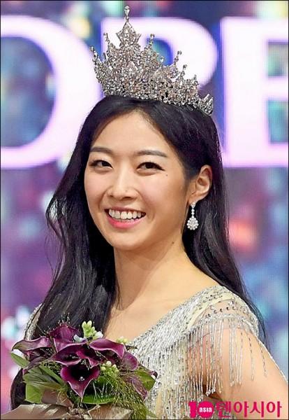 就讀美國賓州狄金森學院的23歲美女金秀旻摘下2018年韓國小姐選美賽后冠。(取自網路)