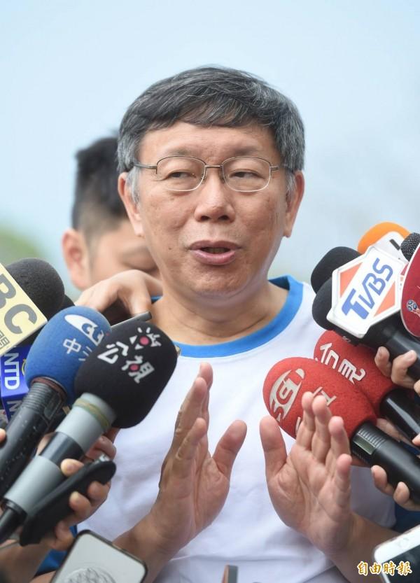 那卡西影片片頭被指抄襲蘇貞昌,台北市長柯文哲今天下午受訪無奈表示,不要看到電燈泡就想到蘇貞昌,那個電燈泡還是不一樣的電燈泡。(記者方賓照攝)