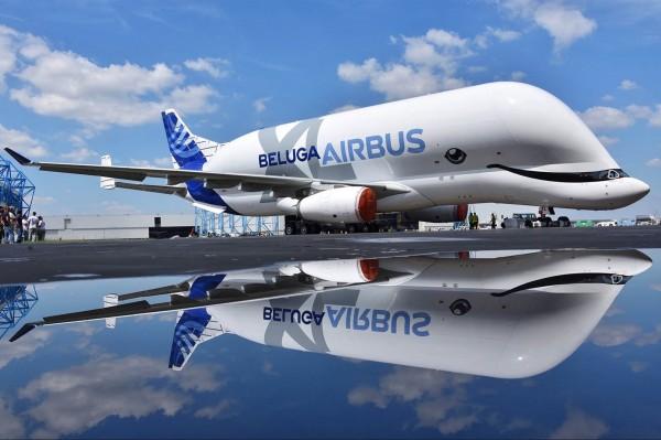 空中巴士全新的Beluga XL(Airbus A330-700L)運輸機,彷彿是一條大白鯨在天空翱翔。(美聯社)