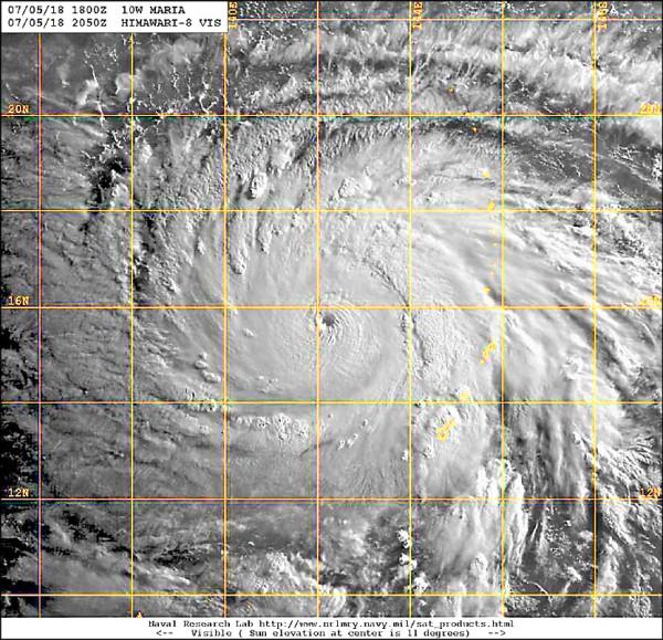 瑪莉亞颱風昨快速增強為強烈颱風,颱風眼相當清晰且完整,代表颱風結構扎實、風力強大。(取自鄭明典臉書)