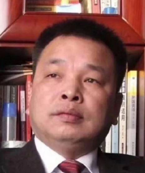 中國媒體人陳杰人堅持具名舉報失職高官,傳出他和家人已遭當局帶走調查,目前下落不明。(圖擷自微博)