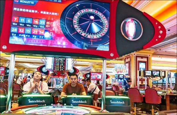 新北市蘆洲黑道林姓角頭「鱸鰻」,最近傳出在澳門賭場和來自中國的土豪級賭客對賭百家樂,慘輸四十五億新台幣。圖為澳門賭場。(歐新社資料照)