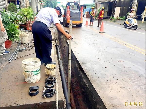 后里車站周邊道路正進行自來水管線汰換工程,總長約九.三公里,所有工程最晚十二月底完工。 (記者張軒哲攝)