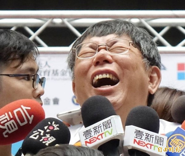柯文哲說,邰智源認為1日幕僚太辛苦,以後不要了。(記者方賓照攝)