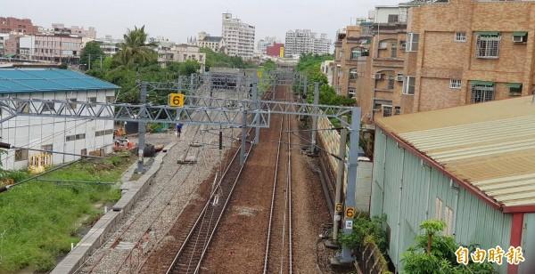 地方要求高雄鐵路地下化通車前,南引道周邊增設隔音牆。(記者陳文嬋攝)