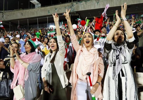 伊朗女性不能在公共場合和異性跳舞,過去曾有6名年輕人因為發布跳舞影片,被處以1年有期徒刑和91下鞭刑,還好都有緩刑。(歐新社)