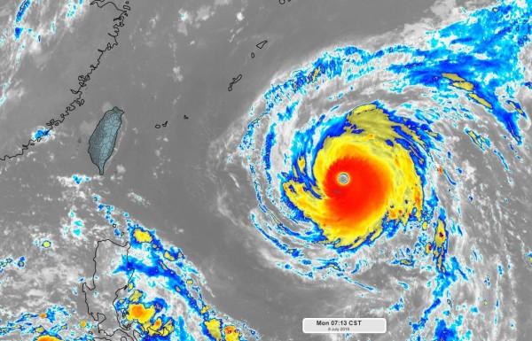 強颱瑪莉亞速度增快、結構完整、力道驚人,7級暴風半徑再度擴大到280公里。(圖擷取自天氣職人-吳聖宇臉書)