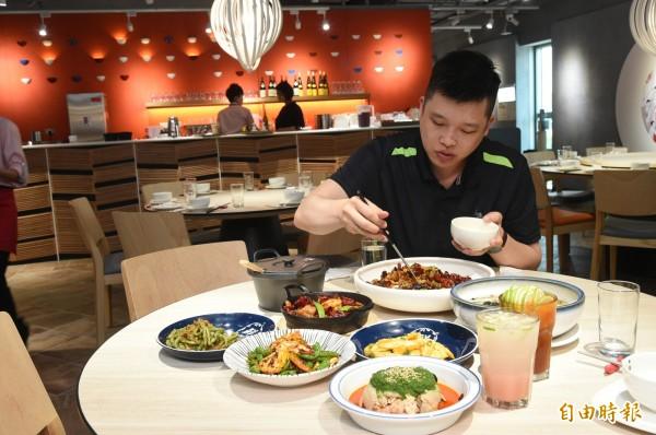 開飯川食堂因品牌定位清楚,菜色設計在傳統中求創新。(記者張忠義攝)