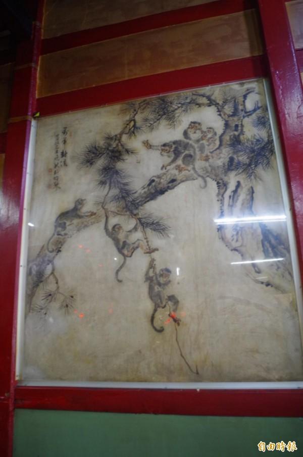 國寶級藝術家林玉山在嘉義市慈龍寺繪製的濕壁畫,嘉義市文化局今起委由台南藝術大學進行修復。(記者王善嬿攝)