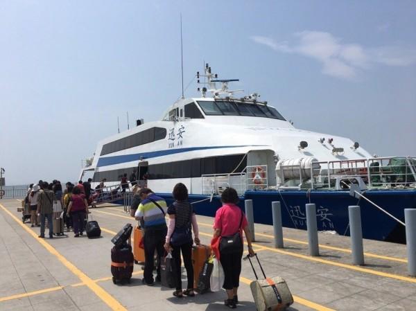 交通部航港局表示,明日海運航線將有17條受影響,總計停航144航次。(航港局提供)