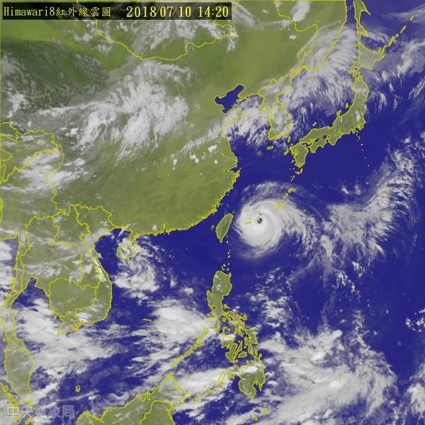 強颱瑪莉亞來襲,中心目前距宜蘭約370公里,北部地區也開始有間歇性風雨。(中央氣象局)
