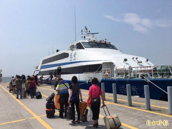 颱風瑪莉亞來襲,影響台灣與離島間交通船航班。(航港局提供)