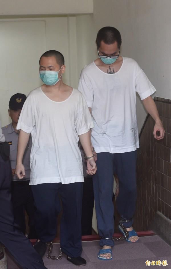 李靖(右)、陳天心拐童虐殺案均無期徒刑定讞。檢方又查出李靖涉猥褻或性侵10名少年,多位被害人指證被李靖大哥哥「玩小雞雞」,高等法院今判他18年9月徒刑。可上訴。(資料照)