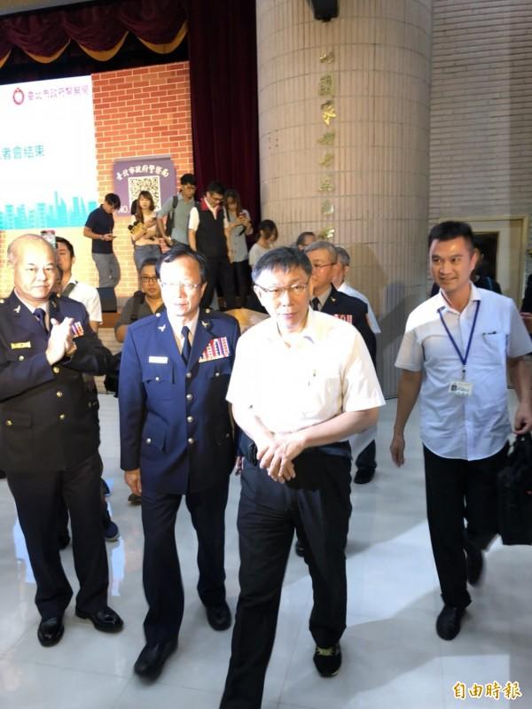 柯文哲今天出席台北市警局「巡邏箱電子化系統啟用儀式」。(記者王冠仁攝)