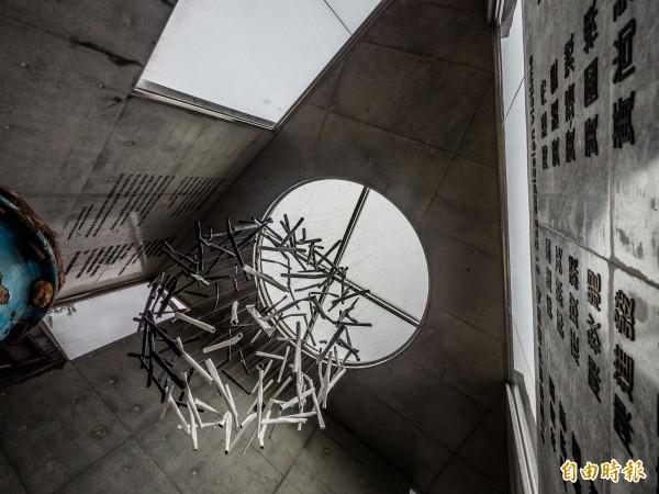 「81氣爆紀念裝置藝術」完工開放。(記者黃佳琳攝)